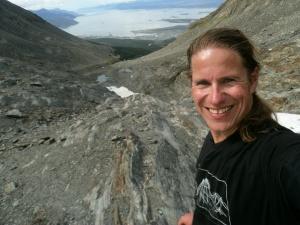 im Hintergrund Ushuais und der Beagle-Kanal, im Vordergrund der Reiseberichterstatter und Hobby-Astrolüge Herr Boe.