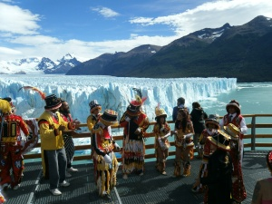 Karnevalsgruppe vorm Perito Moreno