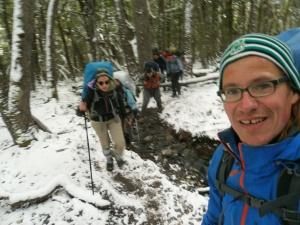 Aufstieg zum Paso John Gardner, erst durch den verschneiten Wald...