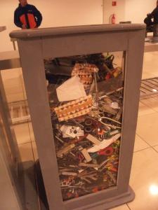 security-check in santiago! schön, dass es noch (so viele) andere Idioten gibt!