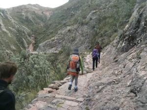 """hier wandern wir auf dem """"Camino de Incas"""", einem über 500 Jahre alten, von den Incas angelegten Weg."""
