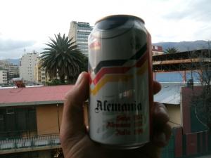 bravo! so was findet man in Bolivien. Deutschland-Bierdose mit den drei Titeln!  Na, da ist doch noch Platz für einen vierten...!