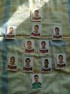 Die WM steht vor der Tür. Ich habe meine Panini-Bilder komplett (fürs deutsche Team). aber wo sind eigentlich die Panini-Bilder der Spielerfrauen??!! wird doch mal Zeit, dass es dafür auch ein Album gibt. Vielleicht querfinanziert vom Playboy?