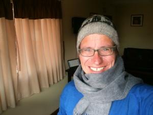 Für diese zeitlose Kopfbedeckung plus Schal musste kein Lama sterben. Zumal es sich natürlich um Alpaca-Wolle handelt!