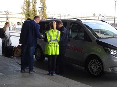 Fahrgäste, Einweise-Personal und Taxifahrer
